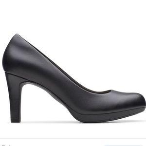 Ckarks Adriel Viola black leather pumps
